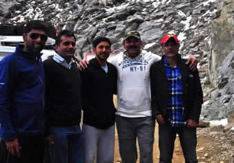 Farhan with coaches for shooting of Bhaag Milkha Bhaag