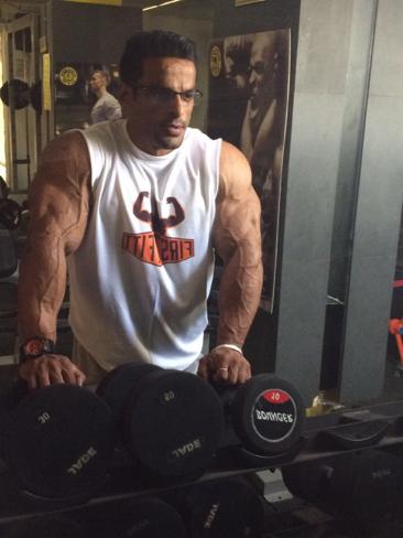 Yatinder Singh Posing 2 - IBB - Indian Bodybuilding