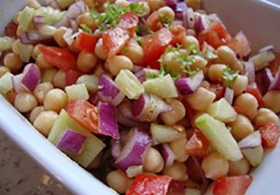 Spicy chickpea and cucumber salad