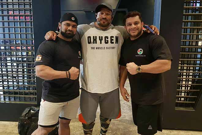 Yunus Shaikh and Wahid bamboowala with Roelly Winklaar in Kuwait